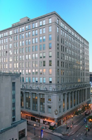 833 Chestnut is a 12-story office building across the street from Thomas Jefferson University Hospital in the heart of Philadelphia's Center City district. ( Photo courtesy of HFF)