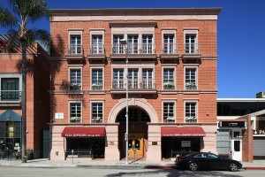 Among the buildings that were part of the largest MOB transaction of the second quarter was this facility at 416 N. Bedford Drive in Beverly Hills, Calif. (Photo courtesy of G&L Realty Corp.)
